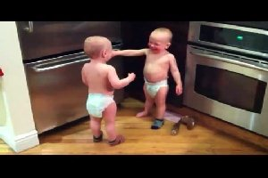 �������� �������� (Talking twin babies)